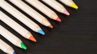 綺麗に並べた色鉛筆