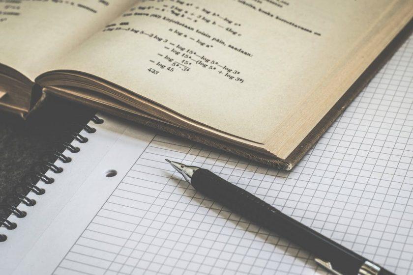 数学書と方眼紙とペン