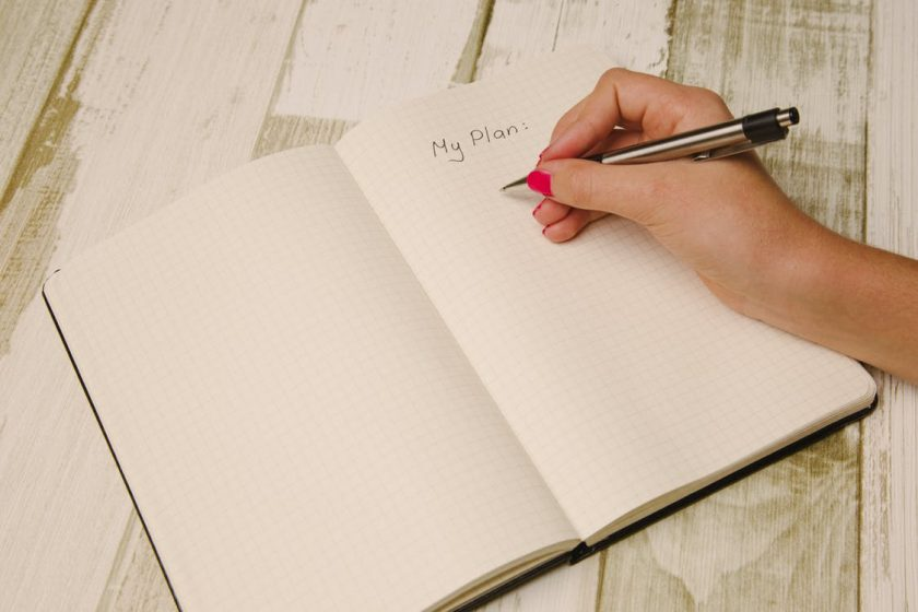ノートにメモを取る