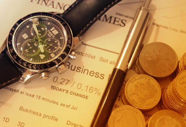 時計とペンとコイン