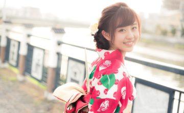 浴衣を着た日本人の女の子