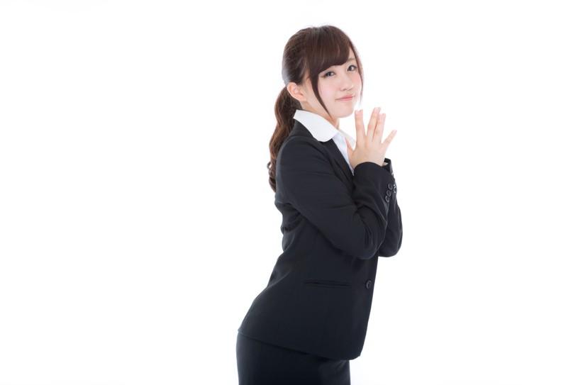 ビジネススーツを着た日本人のかわいい女の子