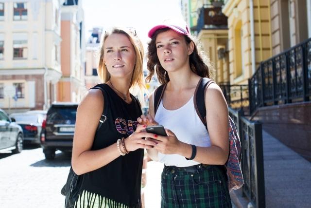 道に迷った外国人女性2人
