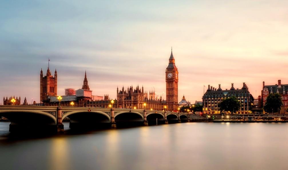 ロンドンの夕景と時計台