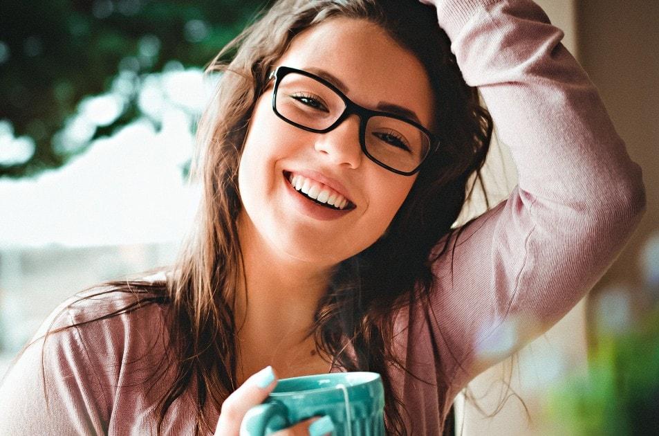 笑顔が綺麗な海外の女性