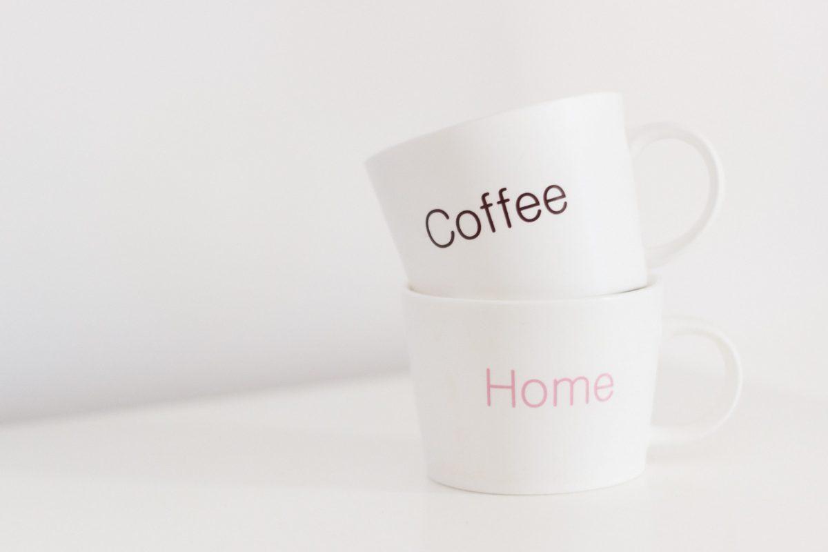 白いコーヒーマグカップ