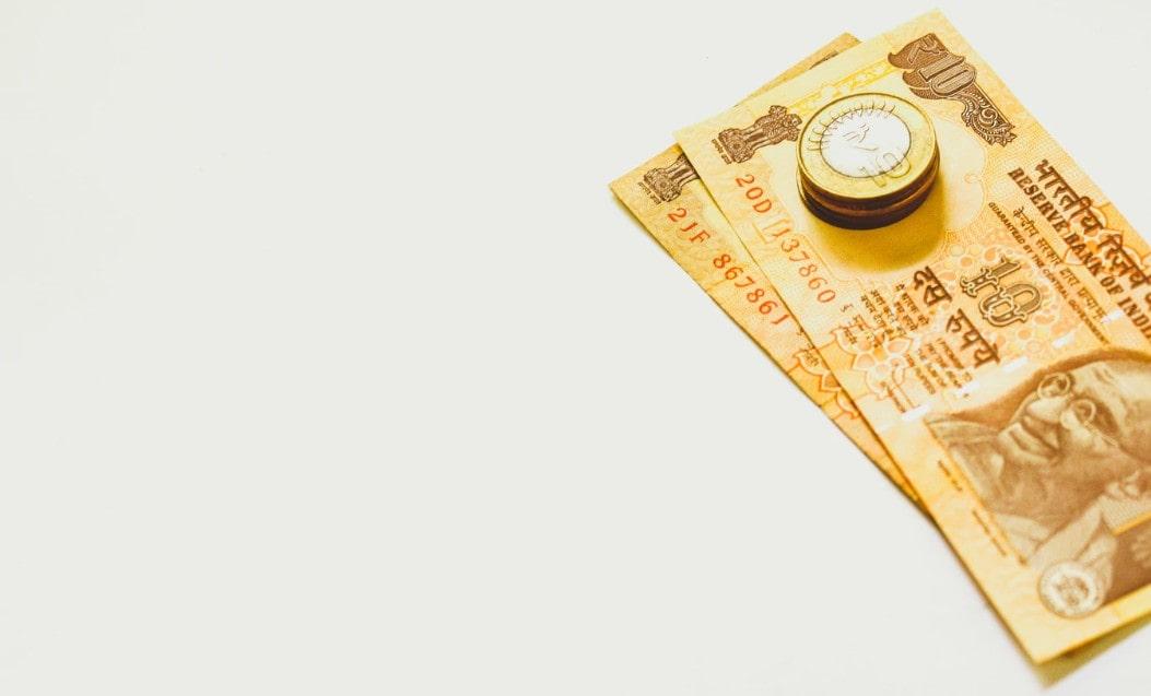 金色のお札とコイン